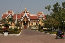 Monastic building before arriving at the Stupa